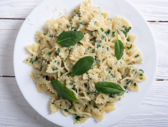 farfalle and spinach